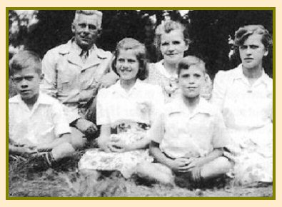 Bartsch Family in 1943: back Henry, Anna, Erna; front Arthur, Lydia and Karl before coming back from Africa
